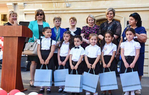 День знаний в образовательном комплексе №132-134 города Баку - Sputnik Азербайджан