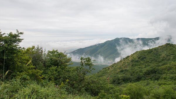 Вид на горы с Агсуинского перевала - Sputnik Азербайджан