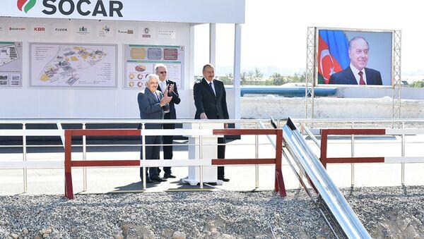 Президент Ильхам Алиев принял участие на церемонии закладки фундамента установки по производству битума - Sputnik Азербайджан