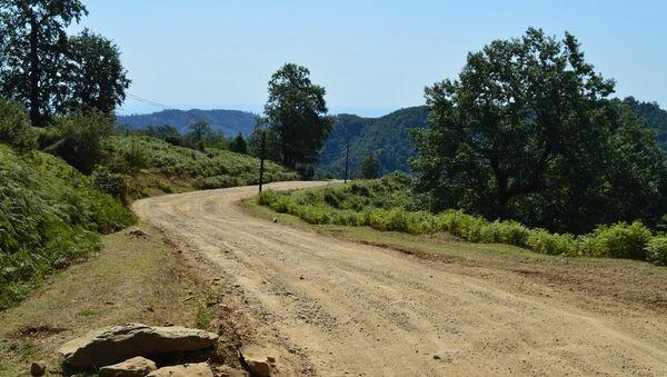 Дорога в одно из высокогорных сел Астаринского района. Архивное фото - Sputnik Азербайджан