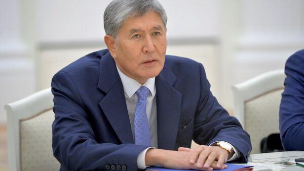 Архивное фото президента Кыргызстана Алмазбека Атамбаева - Sputnik Азербайджан