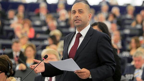 Член Европарламента из Великобритании Саяд Карим - Sputnik Азербайджан