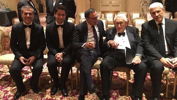 Встреча Генри Киссинджера с руководством Международного центра Низами Гянджеви - Sputnik Азербайджан