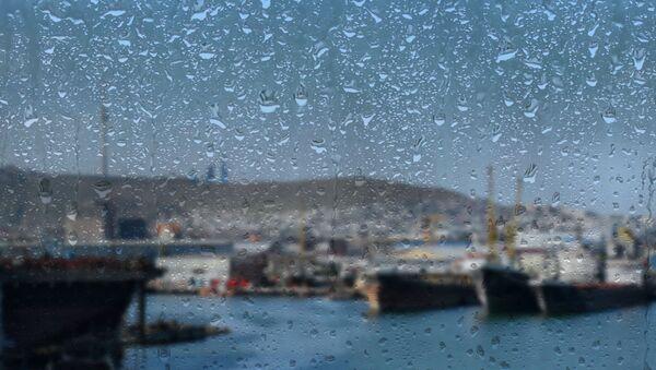 Дождливая погода в Баку, архивное фото - Sputnik Азербайджан