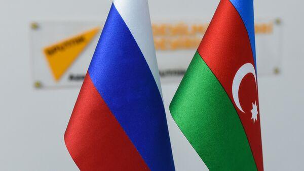 Rusiya və Azərbaycan bayraqları - Sputnik Azərbaycan
