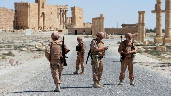 Солдаты российской армии в Пальмире, Сирия, фото из архива - Sputnik Азербайджан