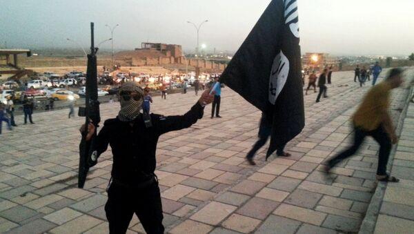 Боевик Исламского государства на улице Мосула - Sputnik Азербайджан