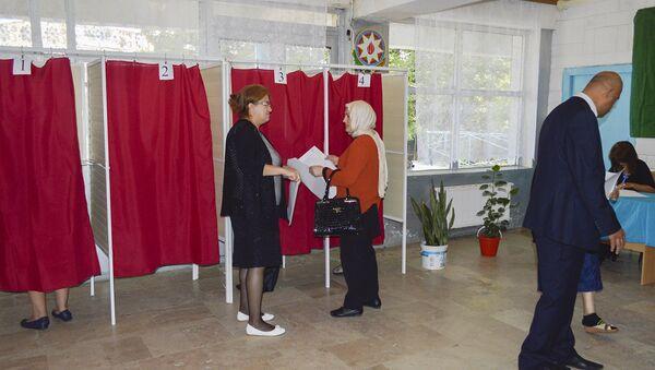 Процесс голосования на референдуме по поправкам в Конституцию АР - Sputnik Азербайджан