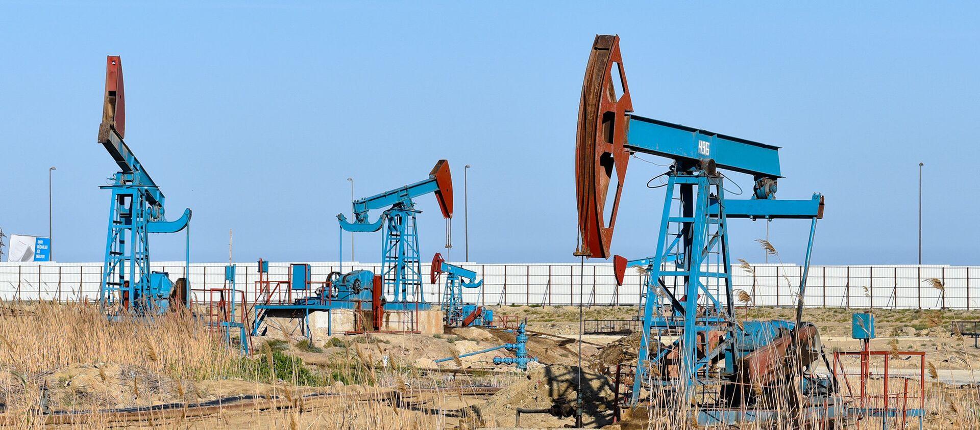 Нефтяные насосы в Баку - Sputnik Азербайджан, 1920, 05.11.2020