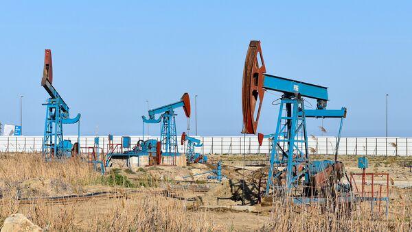 Нефтяные насосы в Баку - Sputnik Азербайджан
