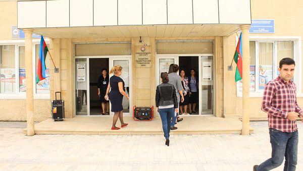 Избирательный участок в Сумгайыте - Sputnik Азербайджан