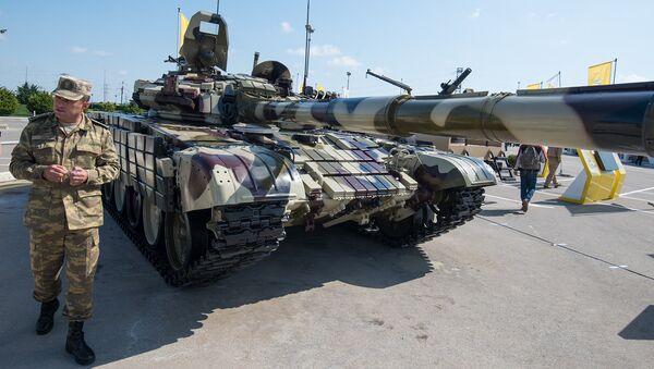 Модернизированный бронетранспортер БТР-70 на второй Азербайджанской международной Оборонной Выставке ADEX 2016 - Sputnik Азербайджан