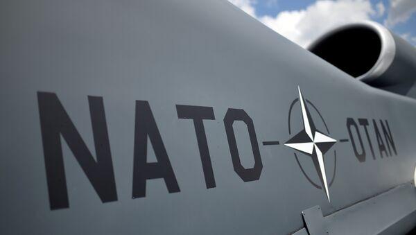 Эмблема Североатлантического альянса на беспилотнике НАТО - Sputnik Азербайджан