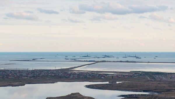 Нефтяные промыслы в бакинском поселке Зых - Sputnik Azərbaycan