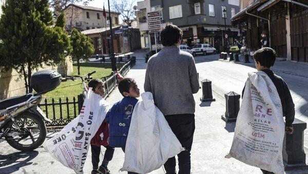 Сирийские дети в турецком городе Газиантеп, 19 февраля 2016 года - Sputnik Азербайджан