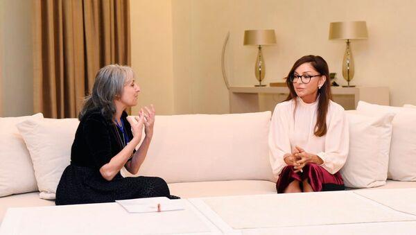 Встреча первой леди Азербайджана Мехрибан Алиевойс с вице-президентом Болгарии Маргаритой Поповой - Sputnik Азербайджан