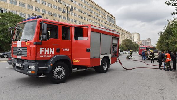 Bakının Mətbuat prospektində Peugeot Tepee Export markalı avtomobil yanıb - Sputnik Azərbaycan
