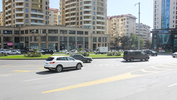 Yasamal rayonunda, Dövlət Statistika Komitəsinin qarşısında yerləşən dairəvi yol - Sputnik Azərbaycan