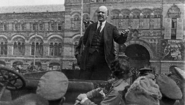 Владимир Ильич Ленин произносит речь на празднование 2-й годовщины войск Всевобуча, 25 мая 1919 года - Sputnik Азербайджан