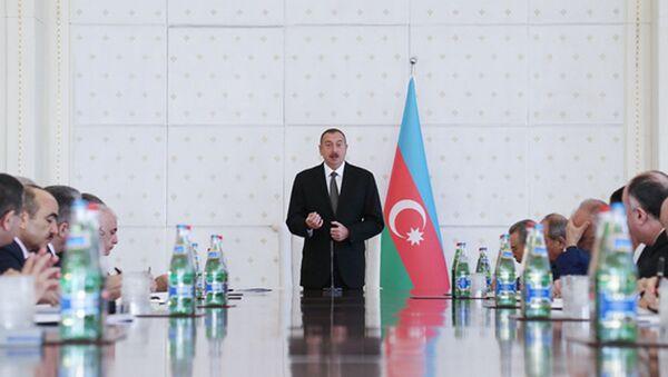 Глава Азербайджанского государства обсудил в Кабинете министров итоги социально-экономического развития за три квартала года - Sputnik Азербайджан