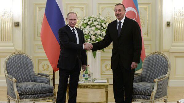 Президент России Владимир Путин и президент Азербайджана Ильхам Алиев, архивное фото - Sputnik Азербайджан