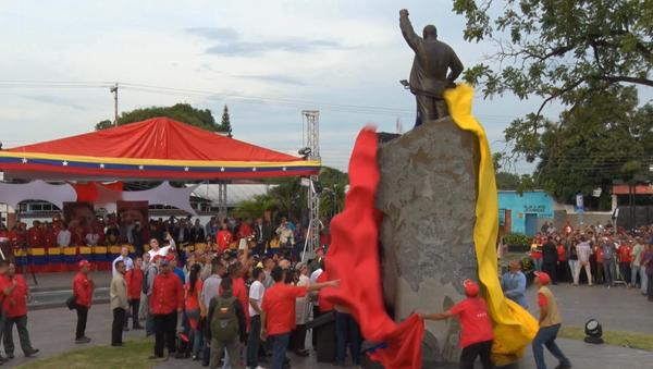 Открытие подаренного Роснефтью памятника Уго Чавесу в Венесуэле - Sputnik Азербайджан