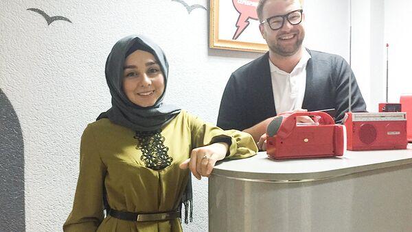 Гостьей передачи Есть повод стала популярный блогер Айдан Мамедова - Sputnik Азербайджан