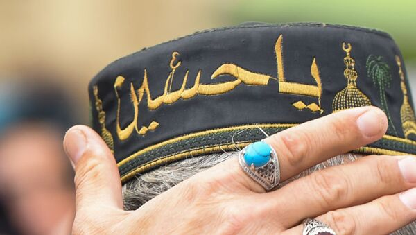 Головной убор с надписью на арабском языке, архивное фото - Sputnik Азербайджан