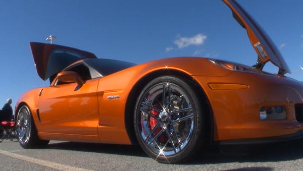 Рев моторов и блеск хрома – в США прошел парад всех моделей Chevrolet Corvette - Sputnik Азербайджан