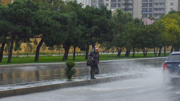 На Баку обрушился ливень - Sputnik Azərbaycan