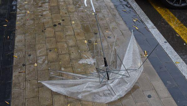 На Баку обрушился ливень - Sputnik Азербайджан