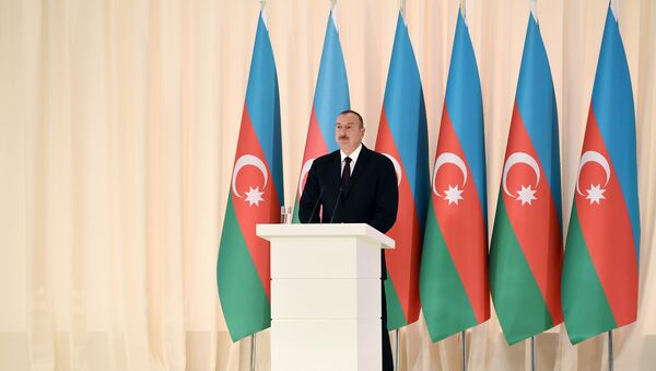 Ильхам Алиев принял участие в официальном приеме, посвященный 25-й годовщине восстановления государственной независимости Азербайджана - Sputnik Азербайджан