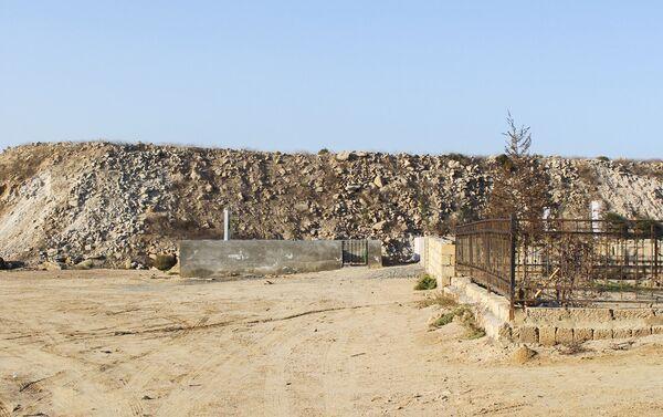 Кладбище на окраине селения - Sputnik Азербайджан