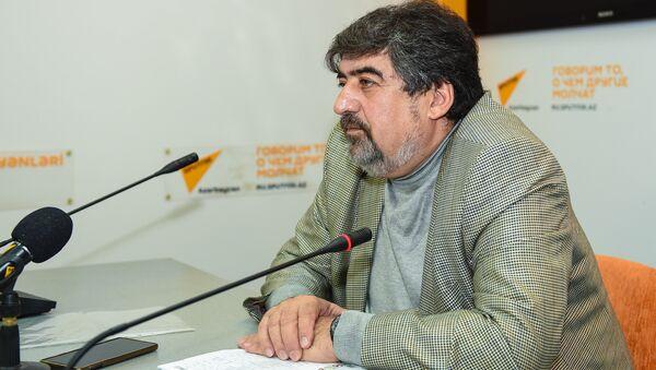 Председатель Общественного объединения в помощь образованию водителей Фазиль Мамедов - Sputnik Азербайджан