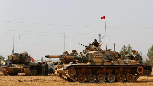 Танки ВС Турции на турецко-сирийской границе  – город Каркамыш, провинция Газиантеп, Турция - Sputnik Азербайджан