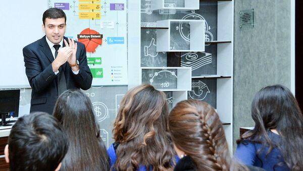 Преподаватель Азербайджанского государственного экономического университета (UNEC) Рамиль Джаббаров - Sputnik Азербайджан