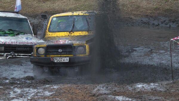 Гонки по бездорожью — кадры с места грязевого побоища - Sputnik Азербайджан