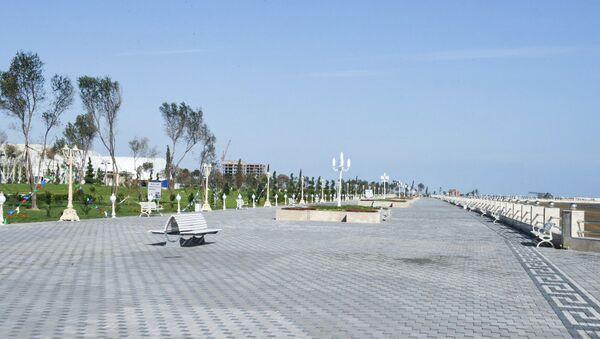 Металлические скамейки в Сумгайытском парке - Sputnik Азербайджан