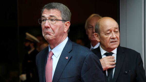 Министры обороны США и Франции Эштон Картер Жан-Ив Ле Дриан - Sputnik Азербайджан