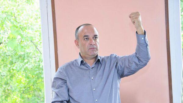 Депутат от партии Единое национальное движение Азер Сулейманов - Sputnik Азербайджан