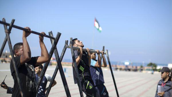 Палестинские призывники в центре военных учений ХАМАС, архивное фото - Sputnik Азербайджан