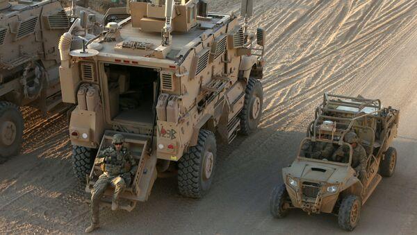 Mosulun cənubundakı Qayyara hərbi bazasındakı amerikan əsgərləri - Sputnik Azərbaycan