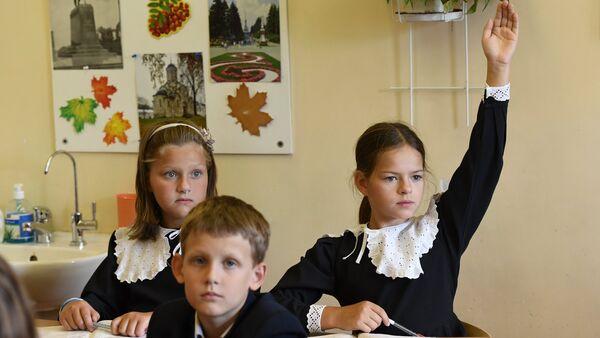 1 сентября в Православной Свято-Петровской школе в Москве - Sputnik Азербайджан