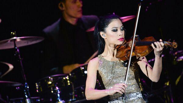 Британская скрипачка, композитор Ванесса Мэй выступает в концертном зале Крокус Сити Холл - Sputnik Азербайджан