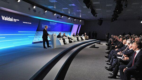 Президент РФ В. Путин принимает участие в XIII ежегодном заседании Международного дискуссионного клуба Валдай - Sputnik Азербайджан