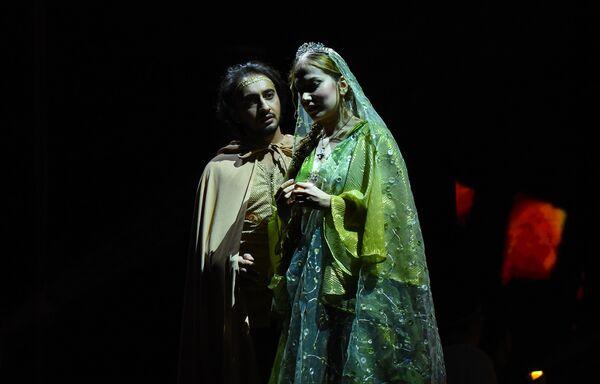 Xaqan adlı gənc aşiq olduğu Flavian adlı yunan qızını qaçırdır - Sputnik Azərbaycan