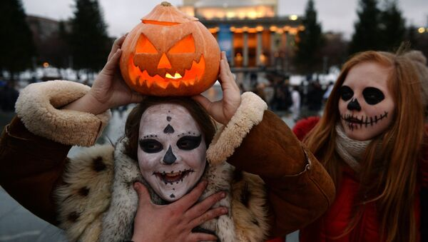 Участники го традиционного Зомби-парада в канун Хэллоуина, архивное фото - Sputnik Азербайджан
