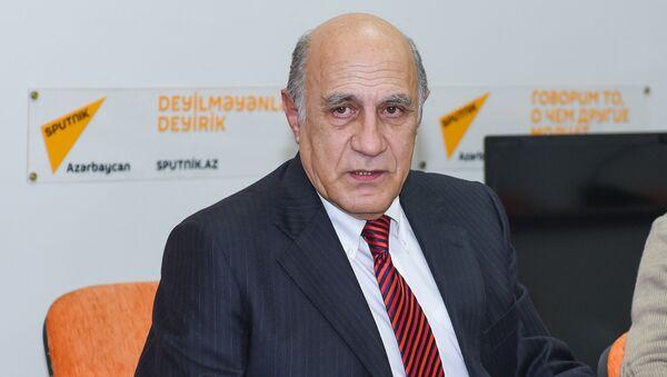 Политолог Фикрет Садыхов в Мультимедийном пресс-центре Sputnik Азербайджан - Sputnik Азербайджан