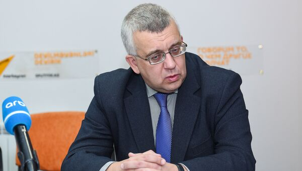 Российский эксперт Олег Кузнецов в Мультимедийном пресс-центре Sputnik Азербайджан - Sputnik Азербайджан