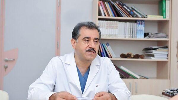Ə. F. Qarayev adına 2 saylı Klinik Uşaq Xəstəxanasının baş həkimi Azər Xudiyev - Sputnik Azərbaycan